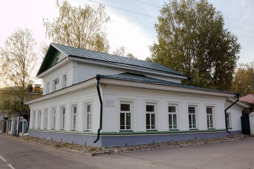 Так выглядит дом-музей со стороны набережной. Источник: Ivan Varyukhin/ Shutterstock
