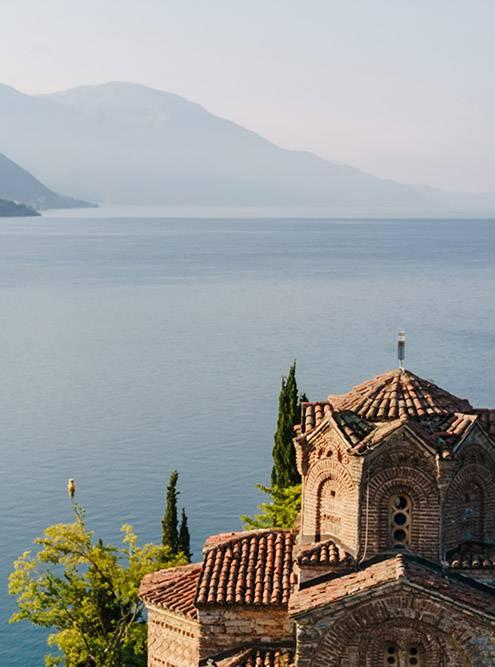 Церкви в Северной Македонии внешне похожи, но разные по внутреннему убранству и атмосфере