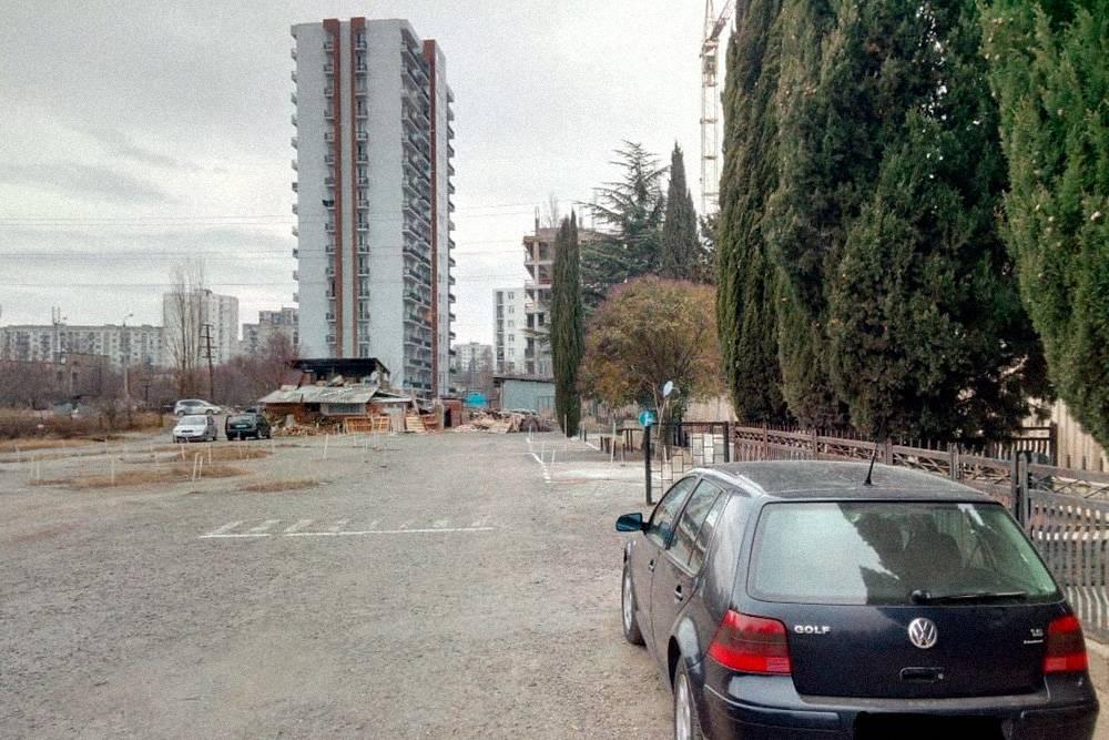 Площадка, на которой мы обучались, находилась на территории кладбища. Припараллельной парковке машина оказывалась прямо возле могильной ограды