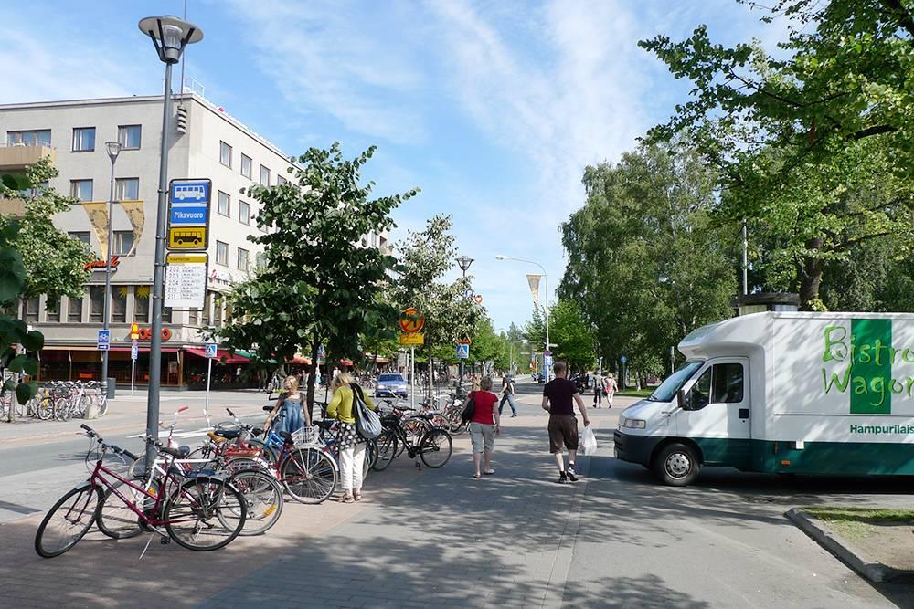 Летом в финских городах солнечно и зелено. На фото центр города Йоэнсуу — столицы Северной Карелии. Источник: Henri Sivonen / Flickr