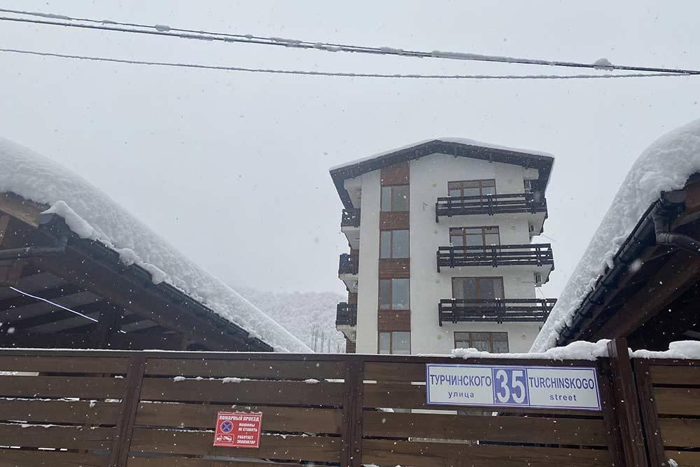 Еще один жилой комплекс в центре поселка