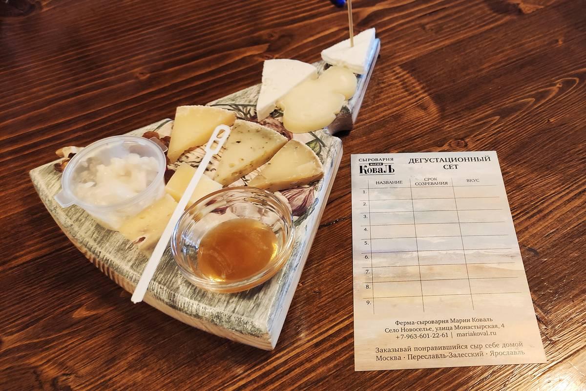 Так выглядит дегустационная тарелка. Любой сыр дают бесплатно попробовать в магазине, но здесь его больше по объему