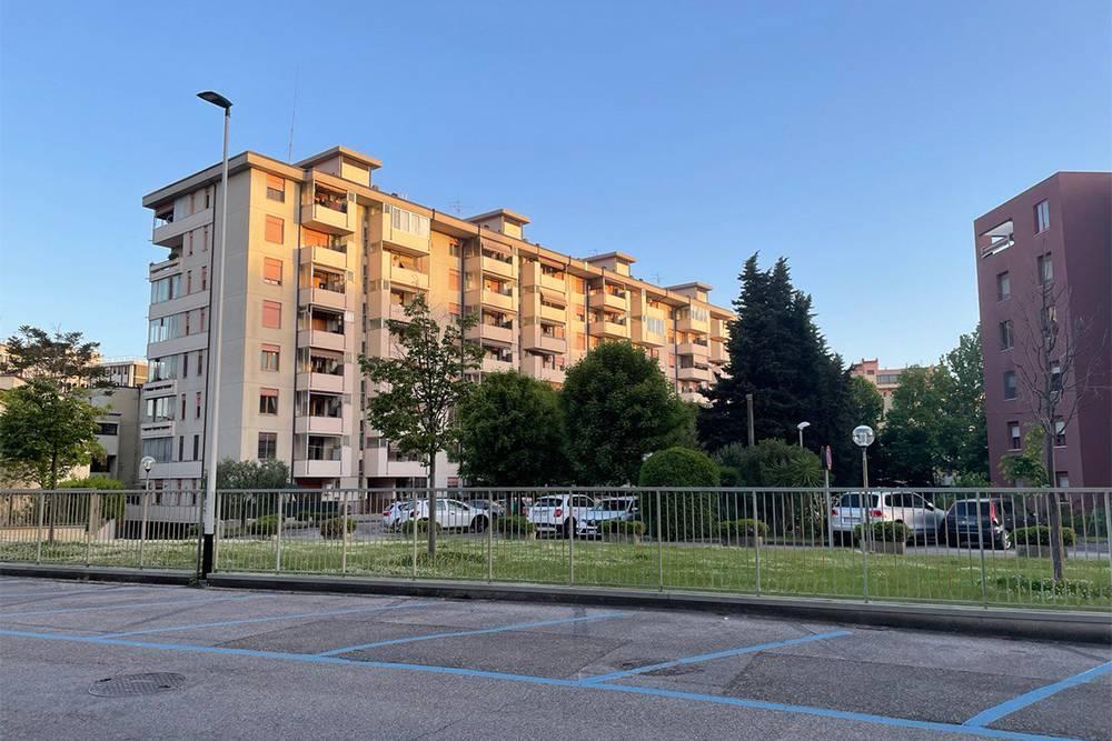 В нашем районе часто встречаются дома на 8—9 этажей. Первый этаж нежилой, нумерация начинается с нуля