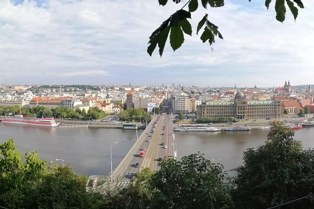 Вид из Летенских садов на Прагу