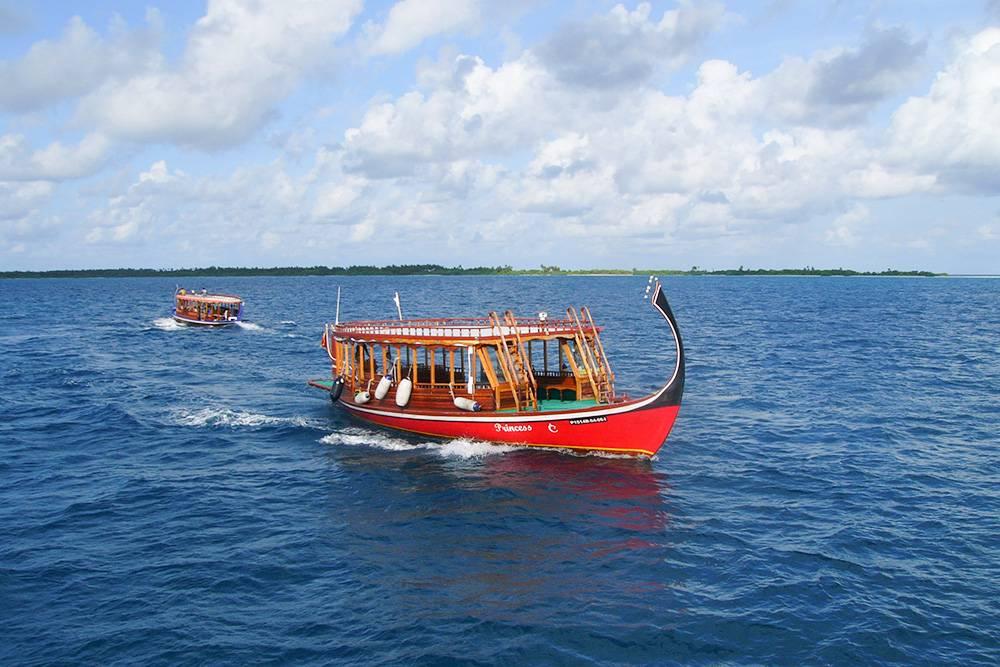 Лодка с деревянным навесом и загнутым вверх носом красиво выглядит на фотографиях, но ее аренда дорого стоит. Источник: «Лиманчик»