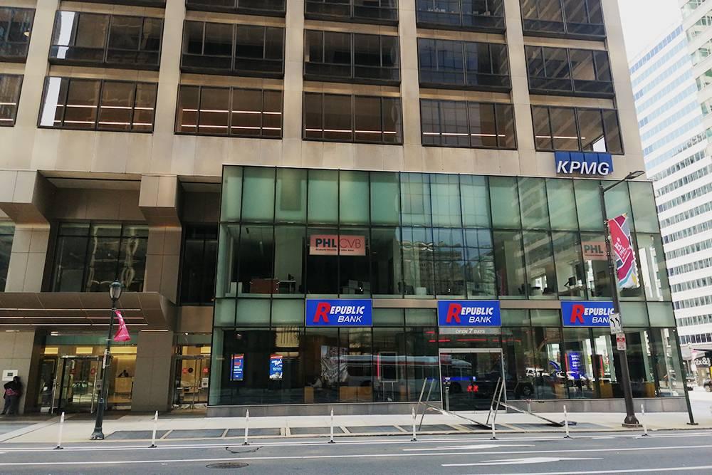 Офис «КПМГ Филадельфия» на Маркет-стрит, где муж работал до пандемии