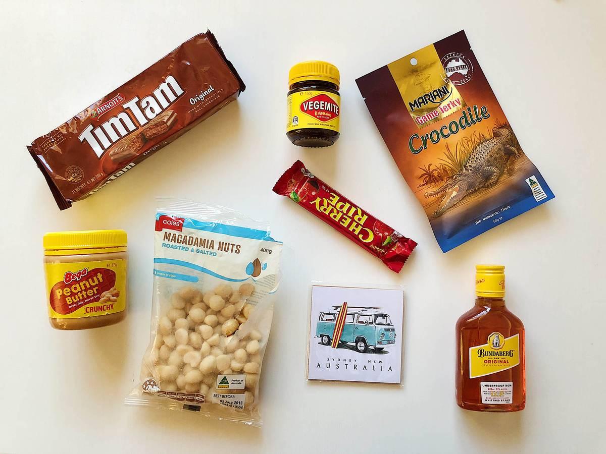 Подарки из Австралии: традиционные печеньки «Тим-там», веджемайт, джерки, шоколад, арахисовая паста, орехи макадамия, магнит, ром «Бундаберг»