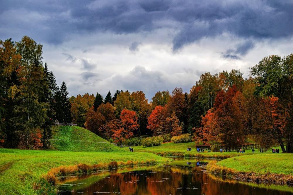 Вид на долину реки Славянки. Начало октября — самое сногсшибательное время в парке