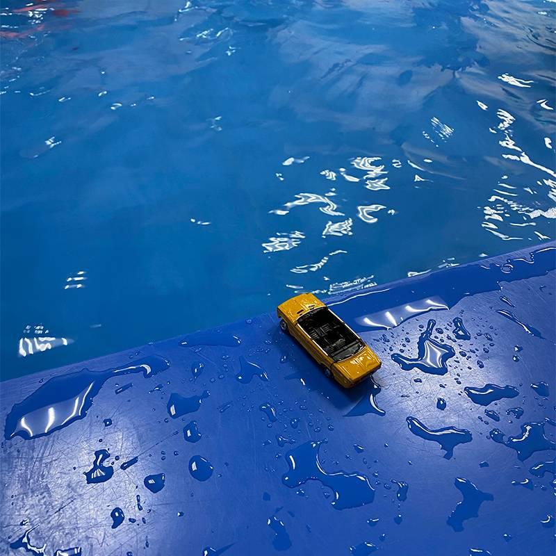 Тоже скучаю по бассейну: я люблю плавать. В школе я занималась плаванием, а потом забросила