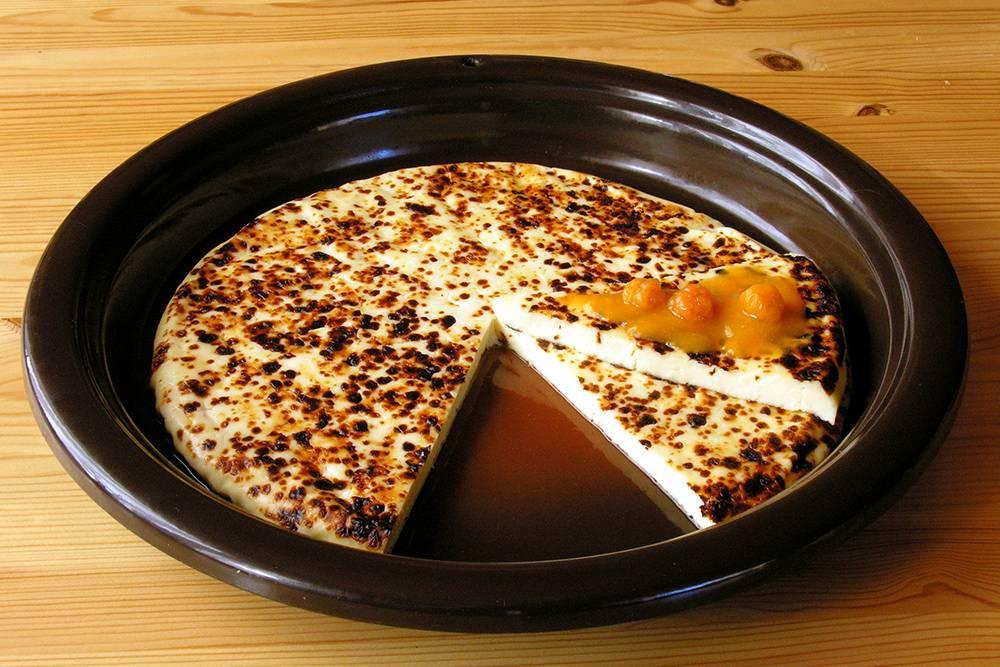 Лапландский сыр едят на десерт с брусничным или морошковым вареньем. Источник: Teemu Rajala / Wikipedia