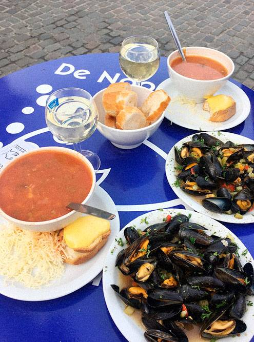 Обед на двоих обошелся нам в 47€ (3431<span class=ruble>Р</span>) из-за неприличного количества съеденных морепродуктов