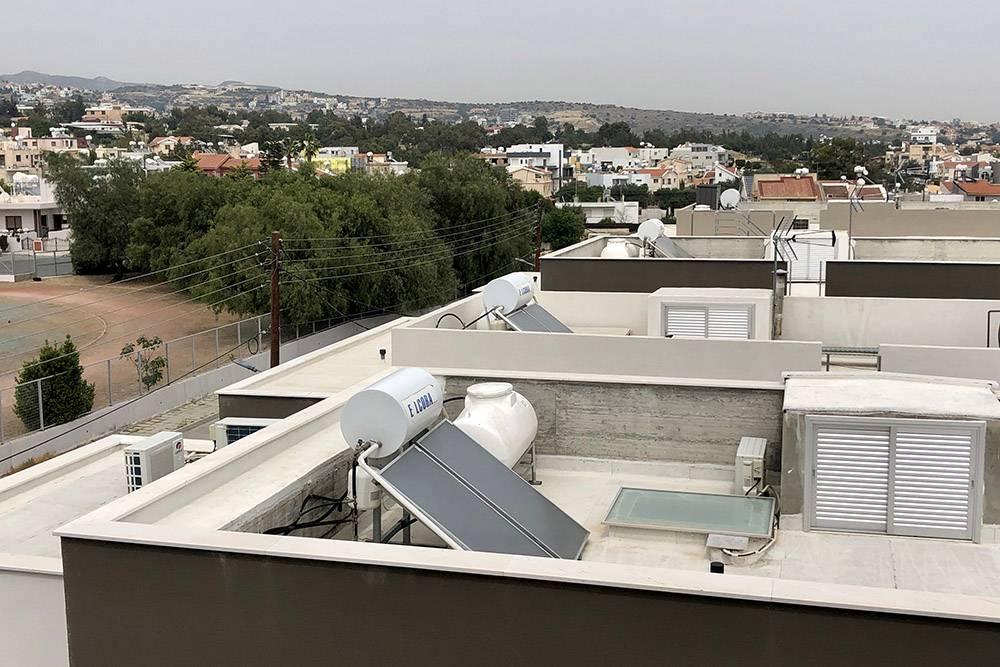 Так выглядит система нагрева воды на крыше дома
