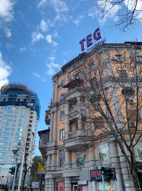Местами Тирана напоминает советский город 50-х годов. Такаясталинка вполне могла стоять где-нибудь в Абакане