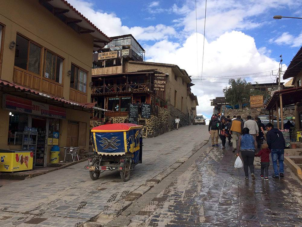 Еще в Перу популярны мототакси. На них передвигаются в районах, удаленных от центра. Я на таком не ездила: сомневаюсь в безопасности и комфорте на ухабистых дорогах. Перуанцы предупреждают, что нужно держать вещи под присмотром