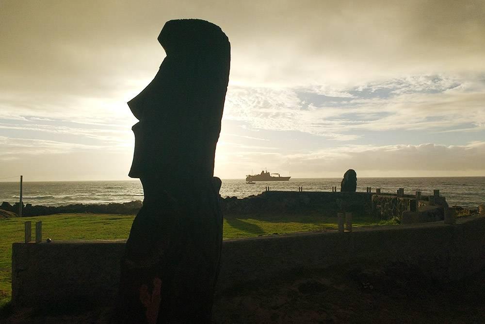 Одиночная статуя — моаи