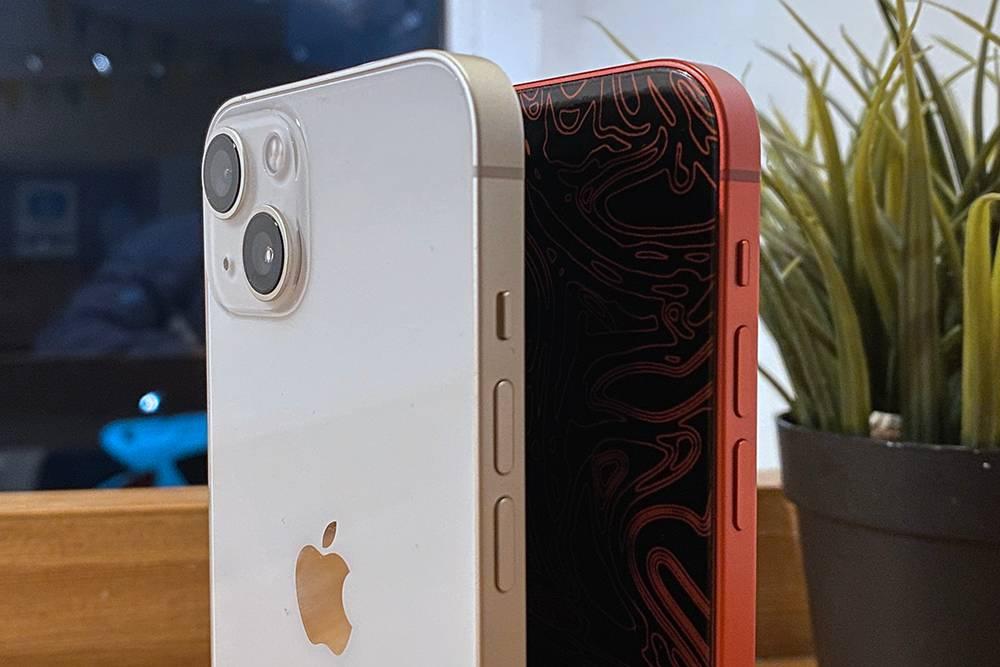 Сравнение iPhone 13 и iPhone 12. Кнопки слегка сдвинули