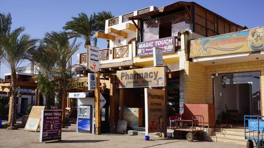 Аптека, банкомат и салон красоты на Лайтхаусе