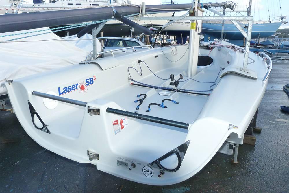 Тип лодки, которая не подходит дляобучения. Этомаленькая лодка дляспортивных тренировок. Не указываю модель: любая спортивная лодка не подойдет