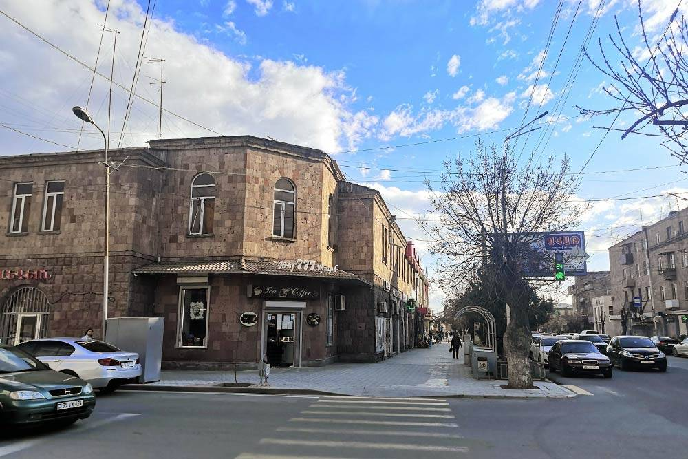 Перекресток улиц Анрапетутяна и Мясникяна