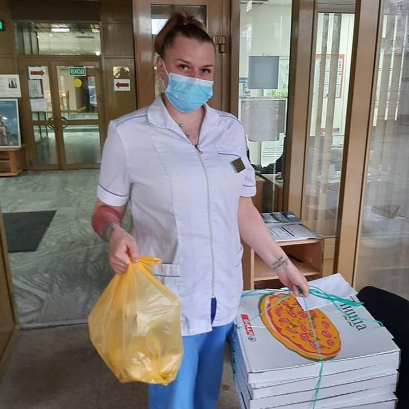 Поучаствовать может любой: пожертвовать деньги волонтерам или развезти еду по больницам
