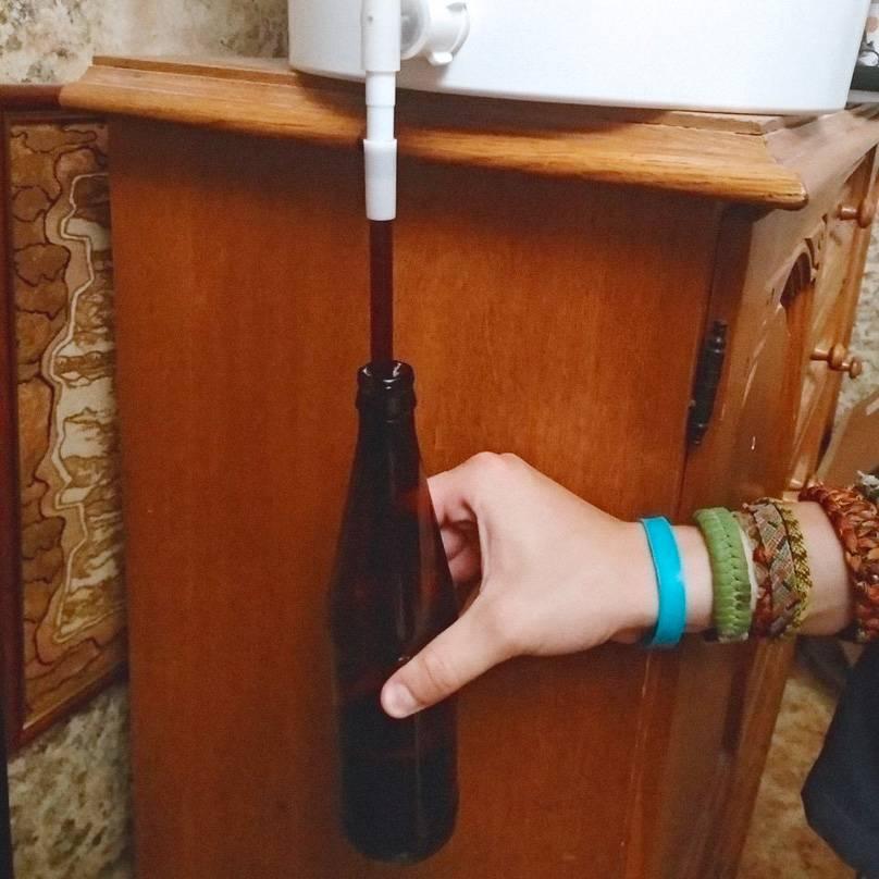 Наполняем бутылку с помощью сифонного удлинителя