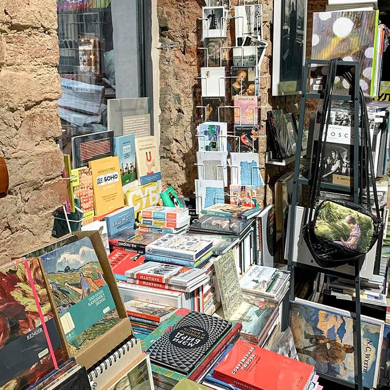 Здесь много книг по фотоискусству, арт-фотографии и визуальной культуре