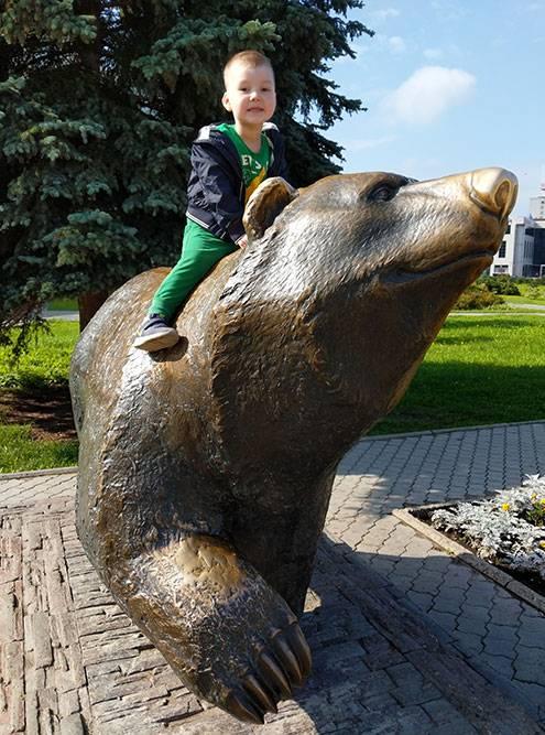 Памятник пермскому медведю