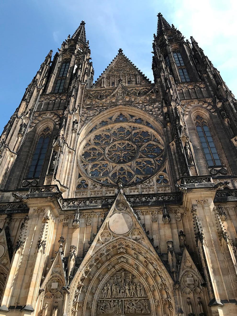 Высота собора — 124 метра