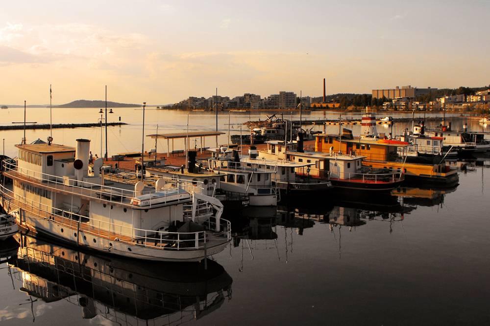 Город Лахти — еще и крупный озерный порт, где приятно прогуляться на закате или рассвете, посмотреть на лодки, а днем — прокатиться на одной из них. Источник: Miguel Virkkunen Carvalho / Flickr