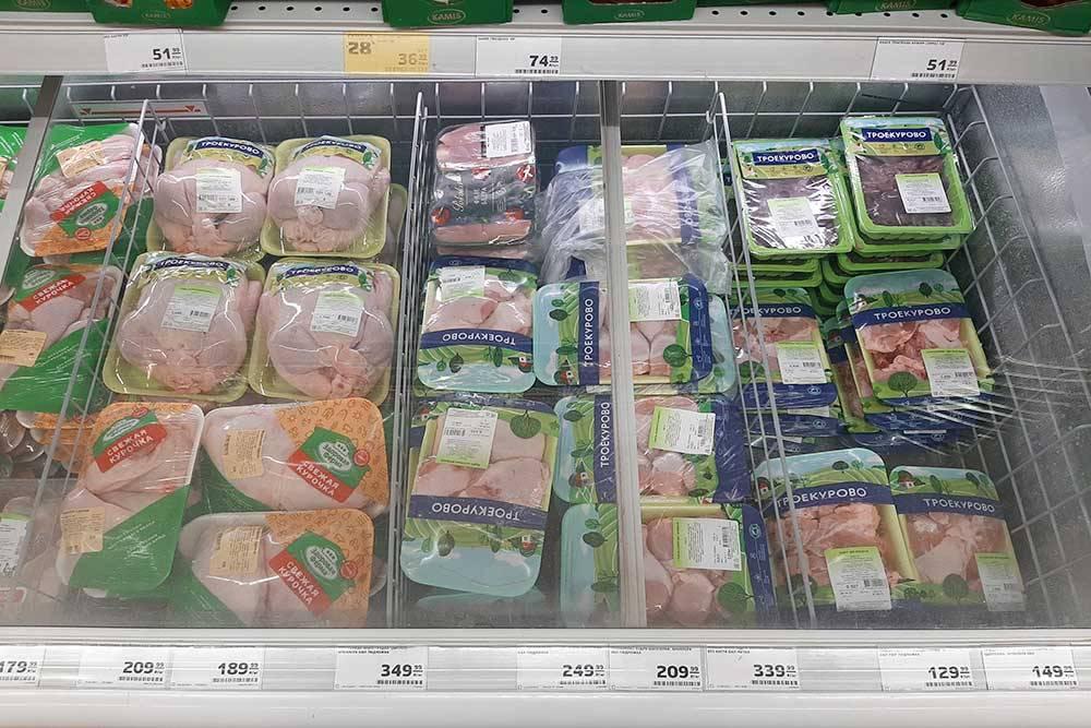 Монополию тюменских кур разбавила челябинская «Здоровая ферма». Ее продукция немного дешевле, но нам больше нравятся местные бренды
