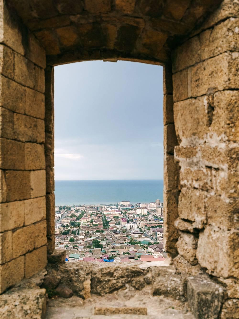 Вид с крепости Нарын-Кала на Дербент. Источник: Ульяна Грушина