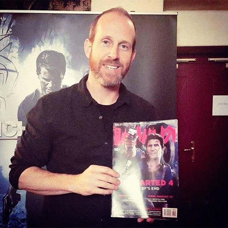 Брюс Стрейли, креативный директор Uncharted 4, с тематическим номером «Игромании» в руках. Внутри – мой предварительный обзор игры, которой отдали тему номера