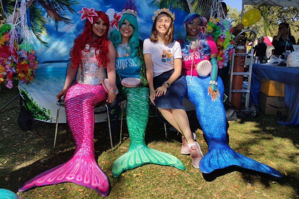 Фотографируюсь с русалками на осеннем тыквенном фестивале