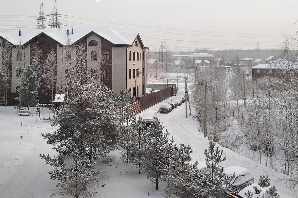 Зимой все заносит снегом, выглядит очень уютно