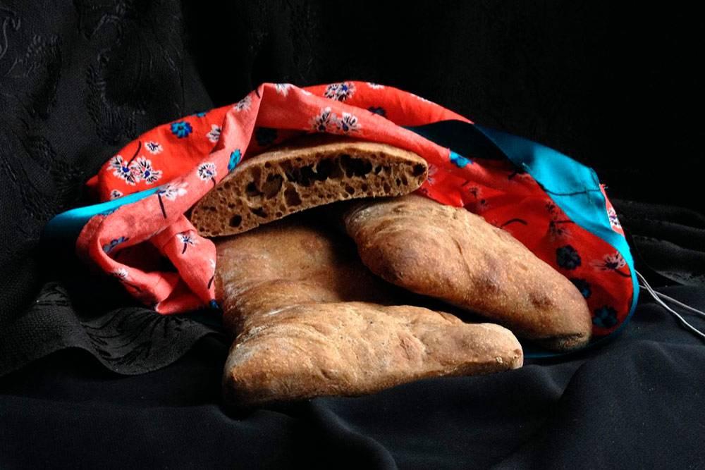 Ржаная чабатта — хлеб, который расстаивается на льняной ткани