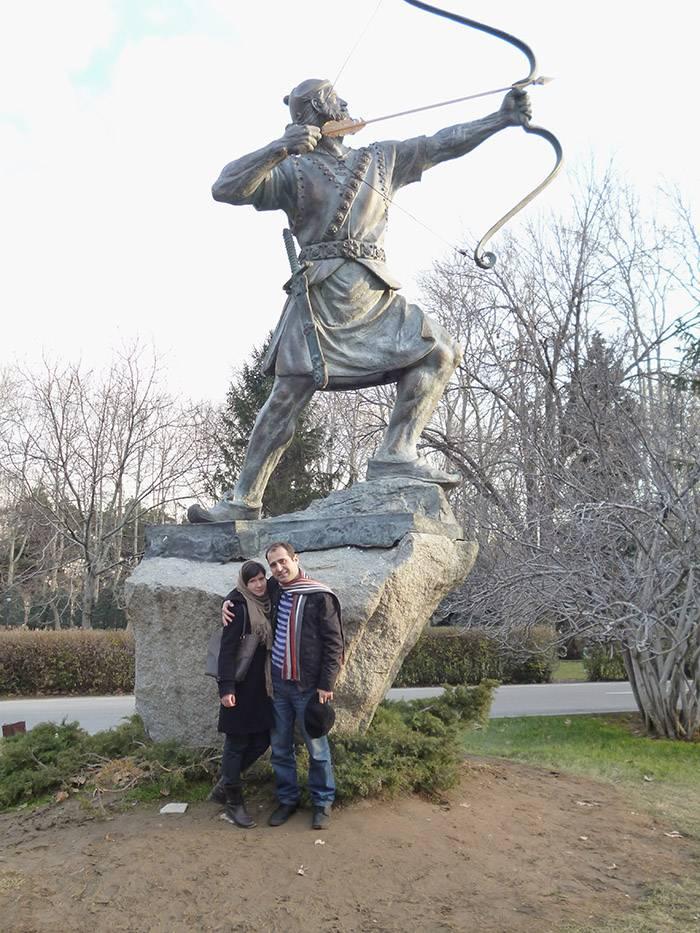 Памятник герою иранского эпоса — лучнику Арашу