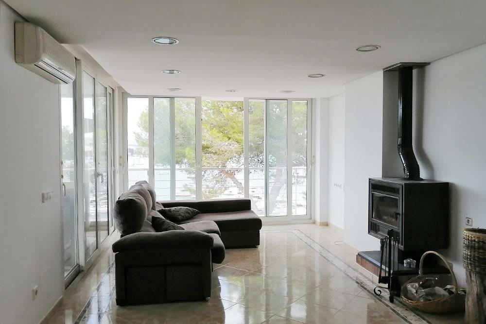 Эта квартира стоила 1400&nbsp;€ (129&nbsp;000&nbsp;<span class=ruble>Р</span>), но в ней почти не было мебели. Камин для&nbsp;отопления — частая история на Мальорке