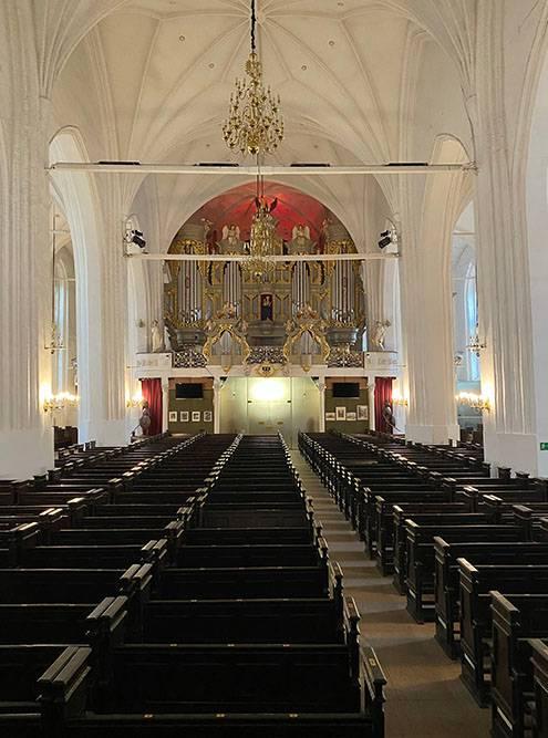 Кафедральный собор в Калининграде меня очень впечатлил масштабами здания и органом