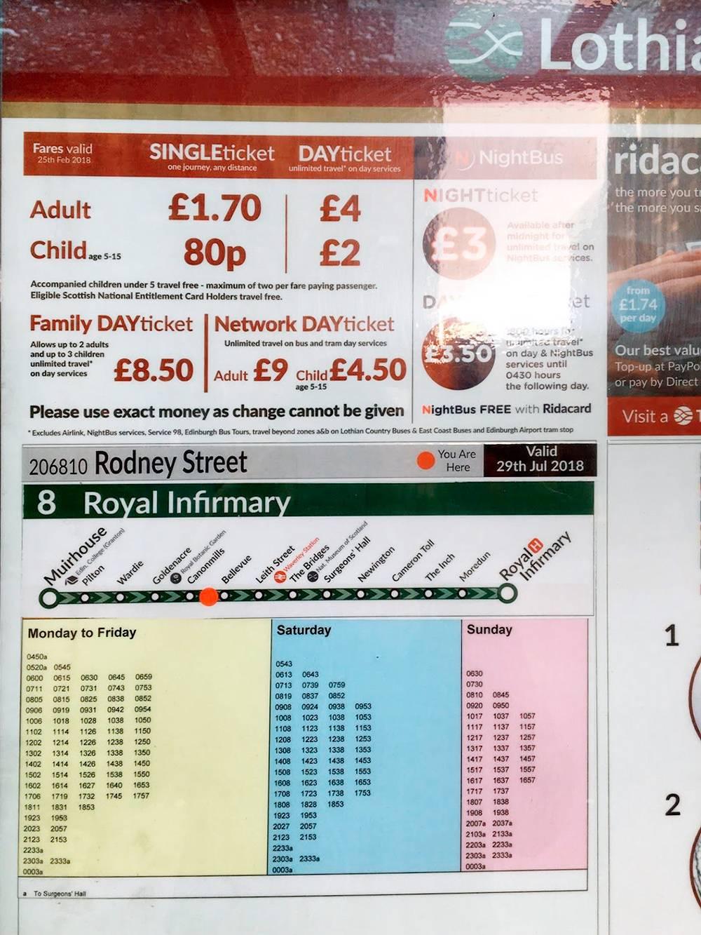 Автобусные тарифы указаны на остановке