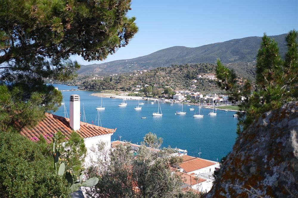 Остров Порос, Греция. Туда можно прийти на чартерной яхте из Афин