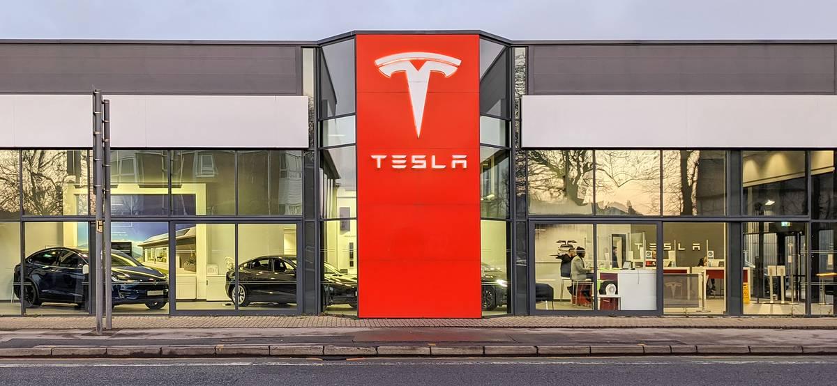 Квартальная прибыль Tesla впервые превысила миллиард долларов