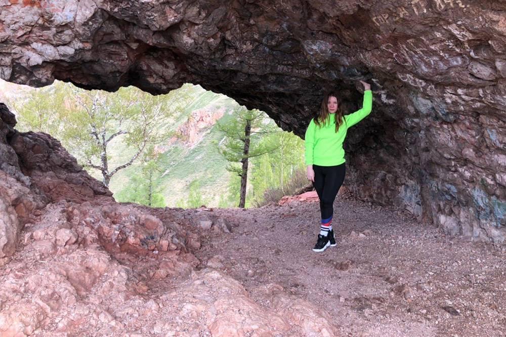 Грот Арка — самая посещаемая достопримечательность Черной Сопки и Торгашинского хребта