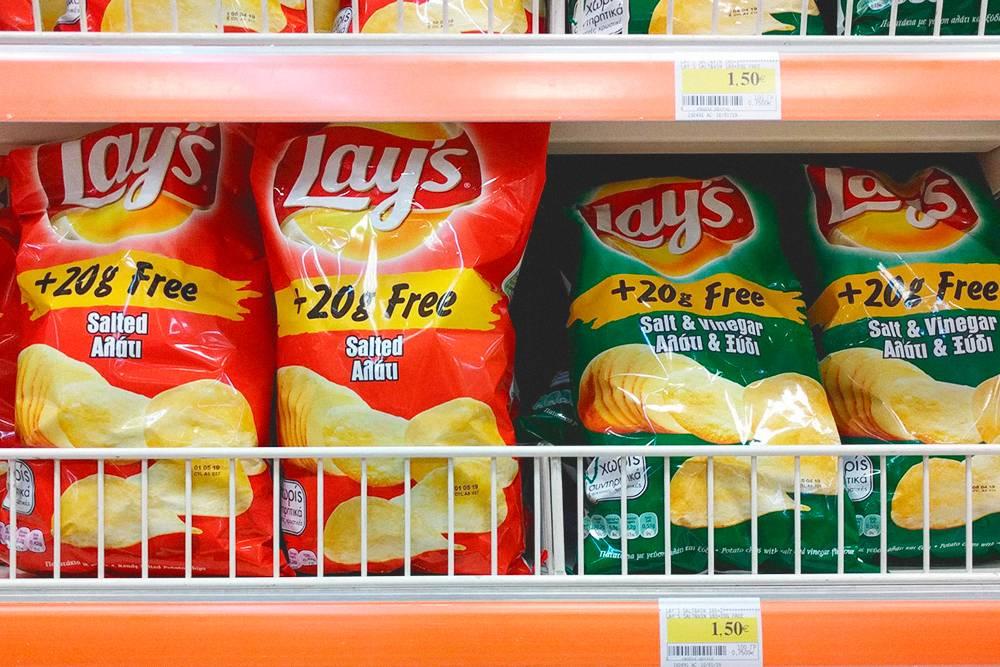 Благодаря глобализации в кипрских магазинах есть масса товаров под привычными брендами. Но бдительность терять все-таки не стоит. Чипсы «Лейс» в зеленой упаковке — это не «Сметана и лук», а «Уксус»