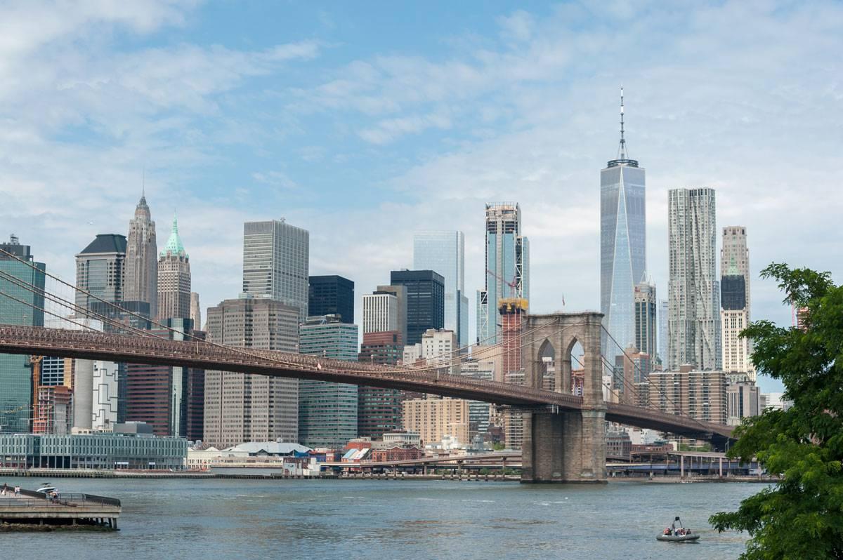 Классический вид на Манхэттен со стороны Бруклина