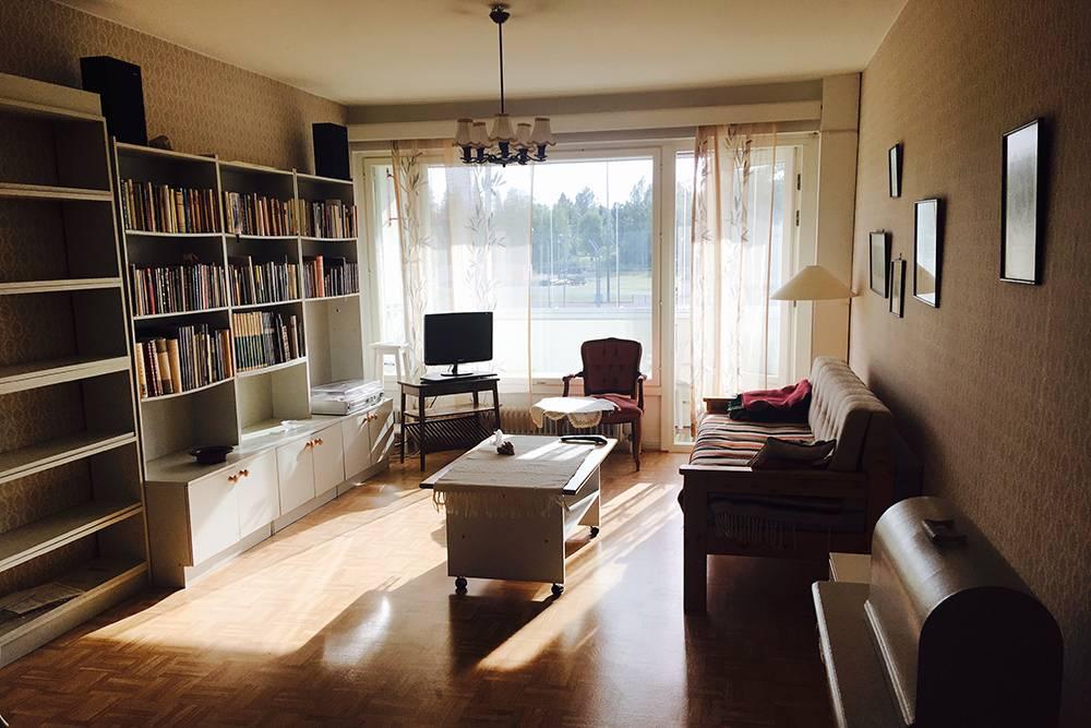 Моя квартира за 400€ (28 400 рублей) в месяц в Финляндии. В ней была большая гостиная, кухня, отдельная большая спальня, ванная и балкон
