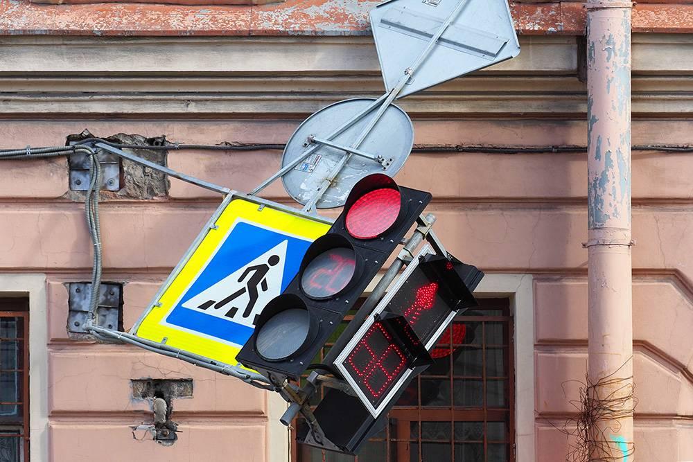 Сломанные дорожные знаки восстановят за 9 дней. Чтобы сообщить о такой проблеме, нужно зарегистрироваться и прикрепить фотографии