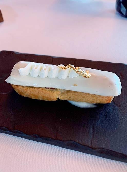 Больше всего мне понравился эклер с начинкой из моллюсков, который выглядел как десерт, но на вкус оказался совершенно несладким