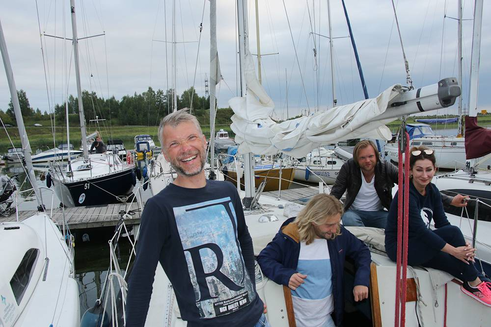 31 августа мы добрались до яхт-клуба в Нижнем Новгороде. Это была конечная точка путешествия. Ребята из яхт-клуба зашли нас поприветствовать, пообщаться, порасспрашивать про переход и отметить наш приезд бокалом шампанского