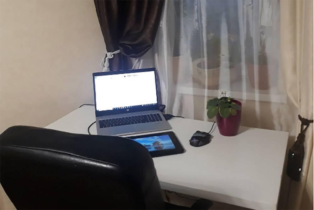 Ноутбук и графический планшет — незаменимые атрибуты моей работы