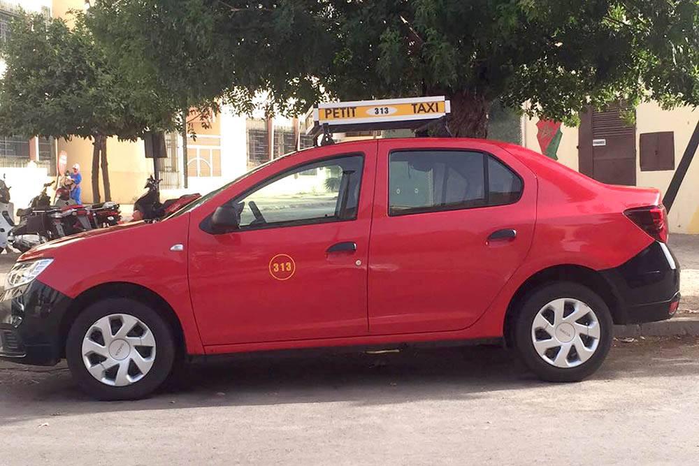 В каждом городе такси разного цвета. В Фесе «Гран-такси» белые, а «Пети-такси» — красные